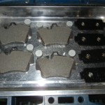 ポルシェのブレーキパットサイレンサー