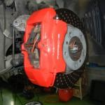 ポルシェのブレーキキャリパー 塗装剥離を修理